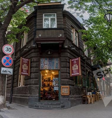 """""""Живые призраки старого Еревана"""": Абовяна 3/1"""