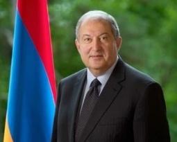 Президент НКАУ Ашот Аванесян поздравляет Президента РА Армена Саркисяна с Днём рождения