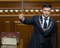 НКАУ поздравляет Владимира Зеленского со вступлением в должность Президента Украины